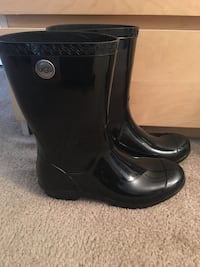 Ladies UGG rainboots  Virginia Beach, 23462