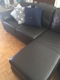 Black leather padded sofa chair Newmarket, L3X 2A5