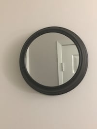 "10"" Round Wall Mirror  538 km"