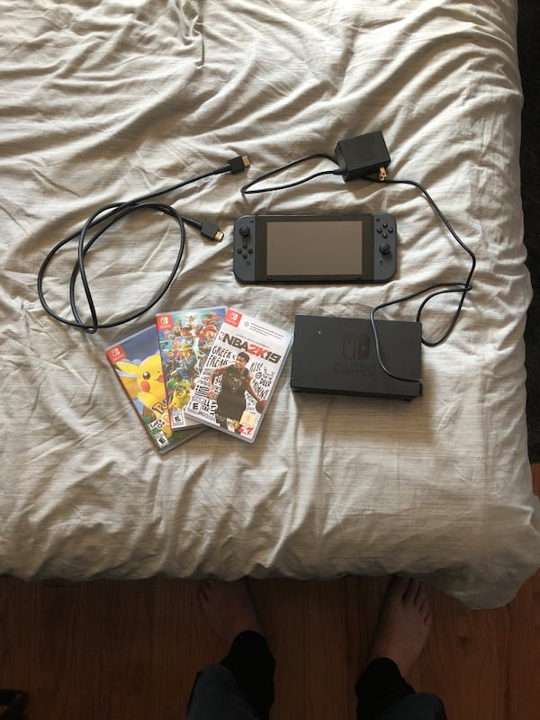 Nintendo switch bundle  9eea534d-d642-4162-8bc7-09888160a966