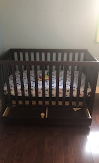 Baby Crib and change table/ pullout drawers