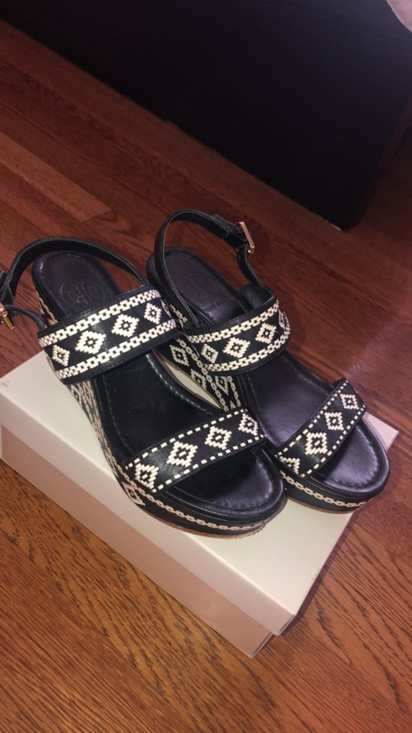 31ed3b0d31f9 Used Tory Burch wedge sandals size 7.5 for sale in Oakwood - letgo