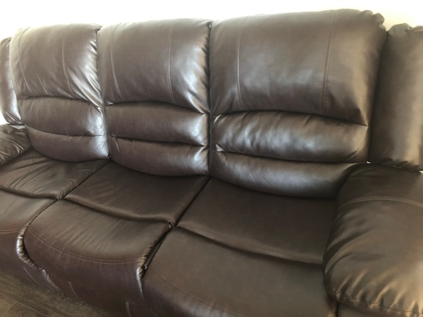 Reclining leather sofa 549844b7-aae2-4cbd-9bd3-dfbe6c45d676
