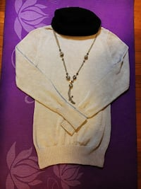 Sweater with necklace 23 mi