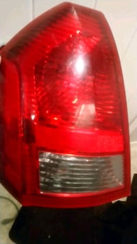 Just 1 chrysler 300 tail light Edmonton, T6T 0Z1