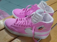 brand new pink nike high tops size 7 Surrey