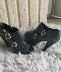 pair of black suede peep-toe heeled sandals size 9 Silver Spring, 20901