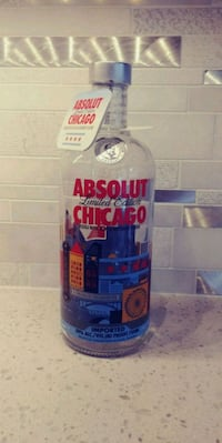Collectible ABSOLUT CHICAGO 750ml Empty Bottle artist addition Bloomington