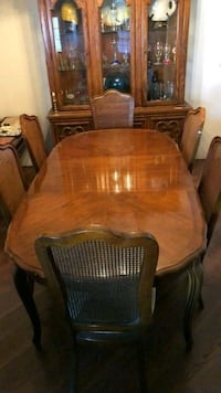 Thomasville Dinning Room Table and Chairs Garland, 75040