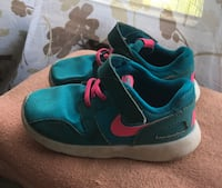 Pair of blue-and-pink Toddler size 8 Nike low-top sneakers Bridgeport, 26330