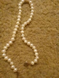 white bead pearl necklace