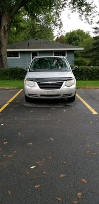 Chrysler - Town & Country - 2005 Bloomington