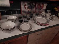 FOR SALE: 24 Lot Of Kitchen Dishes Set (All In Excellent Condition) Albuquerque, 87121