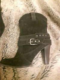 unpaired black suede chunky heeled boot Nes, 2162