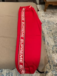 Supreme sweat pants authentic Vaughan, L4J 8R3