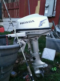 white and black outboard boat Springfield, 97477