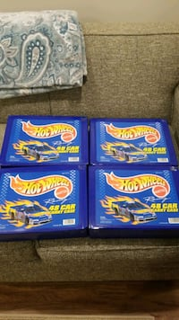 177 Hot Wheels cars with carrying cases