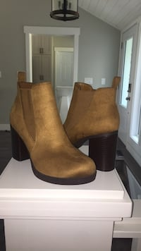 Size 9 never been worn! ( American eagle) null, T8T 0A8