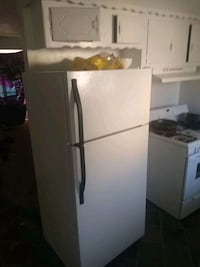 white top-mount refrigerator Moore, 73160
