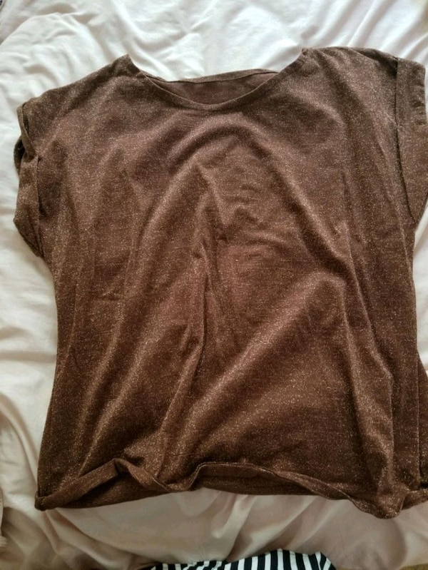 Glittery brown shirt fits small-medium 8eeebf8e-18d2-4be8-bdbd-7aae4a3978c4