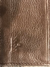 Beautiful leather pre-loved designer wallet Mississauga, L4W 1K3