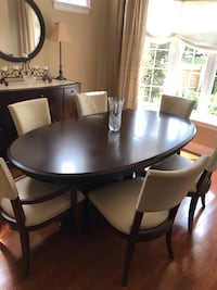 High end mahogany dining table Bernhardt with 2 extensions. 46 inches by 80 inches. Chairs are not for sale. Toronto, M9A 1C5