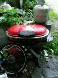 red and black gas grill Des Moines