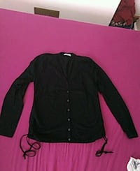 black button-up long-sleeved shirt Leven, KY8