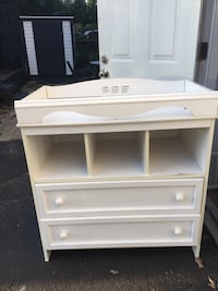 Change table, solid and in great shape! Make me an offer! See listing pics for size.  Pick up only Toronto, M8V 2H8