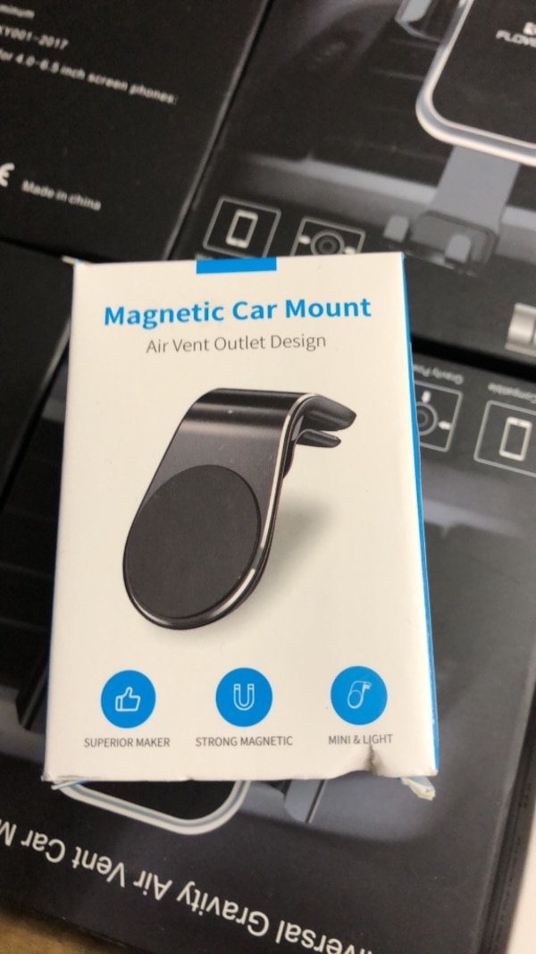 Brand new in boxes 3types of cell phone mounts for sale 3464d0ee-e2d8-4808-a8eb-e258237eb846