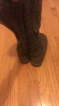 pair of brown fur boots Springfield, 22153