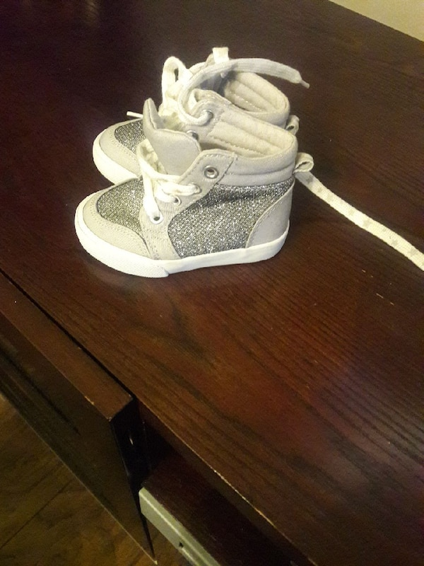 Toddler sz 5 gray and silver shoes
