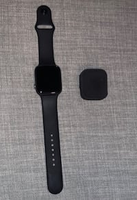 iwatch Series 4 44mm comes with everything 9/10 Toronto, M6E 4C4