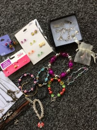 30-Youth Jewelry ALL  SHOWN/10 Necklaces/10-Bracelets10-Earings! Reading, 01867