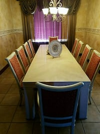 Dining room table with 10 chairs in very good cond 2334 mi