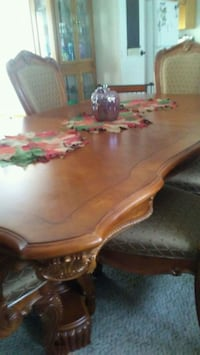 Dining Room Set - Traditional Style 772 mi