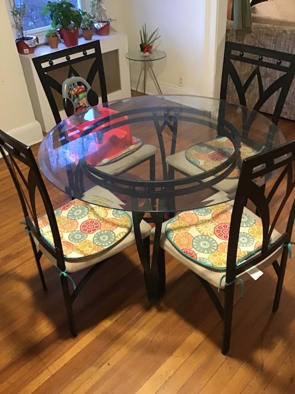 Round Glass Top Table With Four Chairs Dining Set Usado En Venta En