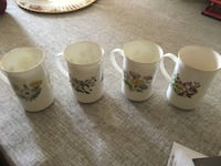 Saint George set of 4 fine bone China mugs Mississauga, L5R 1N9
