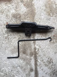 Car scissor jack from Toyota matrix Toronto, M1B 1N7