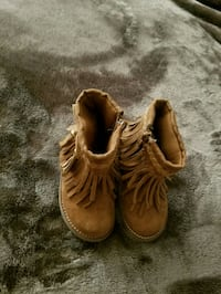 toddler suede boots size 5. Phoenix