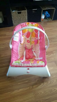 Vibrating baby chair London, N5V 4T4