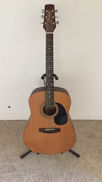 Acoustic guitar with very small nick Rancho Cordova, 95670
