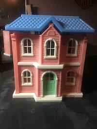 Little Tikes Play House. Excellent condition. Never been outside  Cambridge, N1P 1B1
