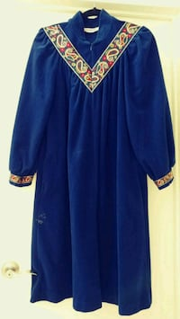 Vintage royal blue velvet robe size medium Alexandria, 22304