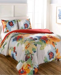 white and multicolored floral comforters Set 32 km