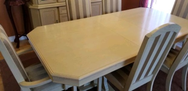 Formal dining set for sale. b310201f-f129-4487-89b6-27e247e0cfae