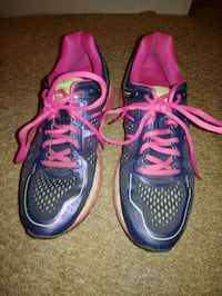 pair of purple-and-pink running shoes Mulberry, 33860