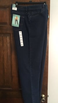 Brand new Lee relaxed fit jeans misses 14 Long Evansville, 47715