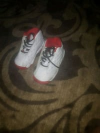 white-and-red Air Jordan basketball shoes Toronto, M6M 2A1