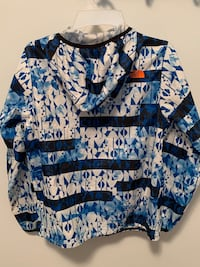 North Face water-resistant wind breaker boys size L.